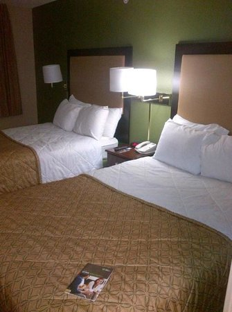 Extended Stay America - Palm Springs - Airport: Two queen beds