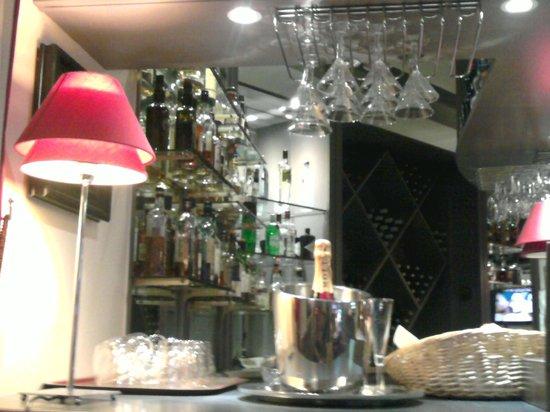 Hotel California Paris Champs Elysees: Bar