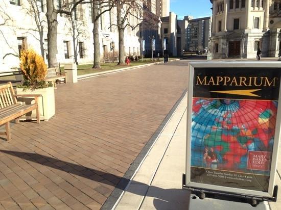 The Mapparium :                   看板が出ているので、迷わないと思います