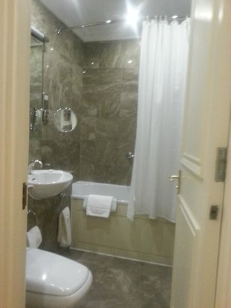 Grand Residences by Marriott - Mayfair-London: Bathroom