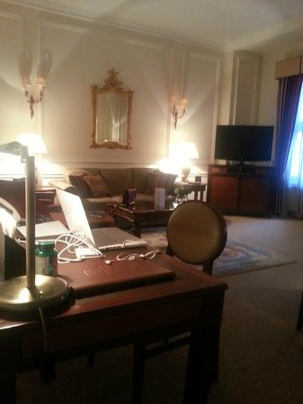 Grand Residences by Marriott - Mayfair-London: sitting room/Dining/office