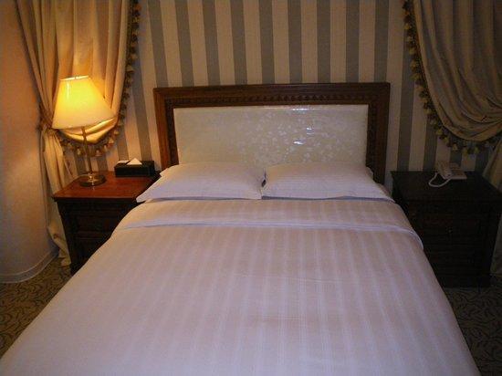 Free An Hotel:                   キングサイズのビッグなベッドです
