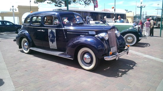 Napier, New Zealand: Elegant Packard back on the foreshore