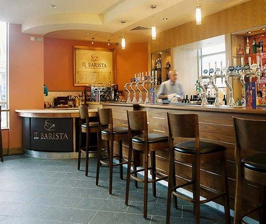 Jurys Inn Plymouth: Bar
