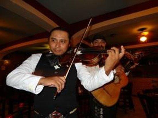 Gusto's Restaurant & Cantina: Fabulous Mexican Mariachi Band at Gustos