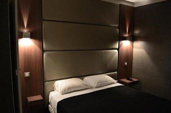 Corona Hotel: guest room