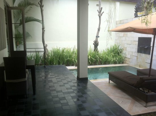Sun Island Boutique Villas & Spa:                   Our breakfats table and private plunge/bathing space