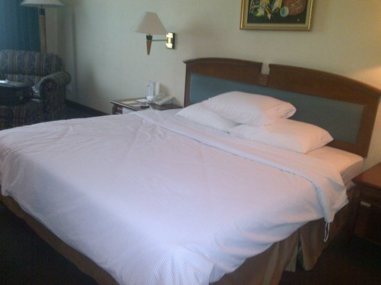 Hotel Horison Semarang: Room Interior - Bed