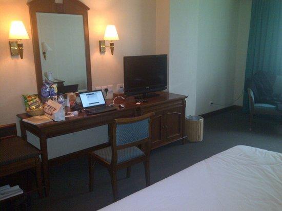 Hotel Horison: Room Interior - Desk