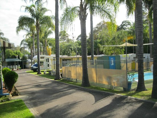 Shady Willows Holiday Park & Batemans Bay YHA: View of one part