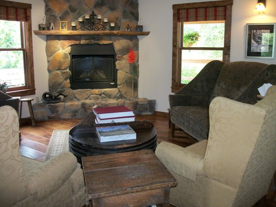 The Inn & Spa at Cedar Falls:                   common area
