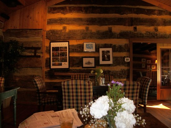 The Inn & Spa at Cedar Falls:                   rustic diningroom