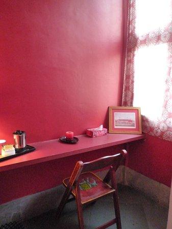 Amarya Villa: Schreibtisch Ruby Room