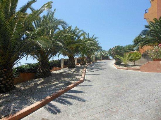 Capo dei Greci Taormina Bay Hotel & Spa:                   Uliczka hotelowa...