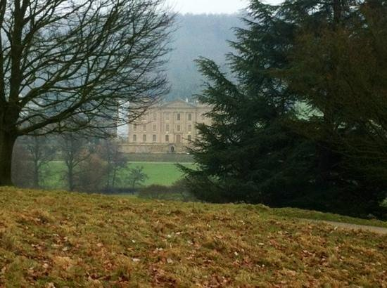 The House-Next-the Trail:                                     chatsworth house only 3 miles away