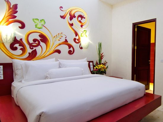 Bali Ginger Suites & Villa: Poolside Suite; 1 Bedroom with en suite, living, dining, kitchenette.