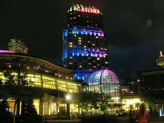 Fallsview Casino Resort:                   The Hotel by night