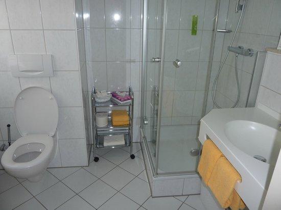 Wellnesshotel Auerhahn: Badzimmer 320
