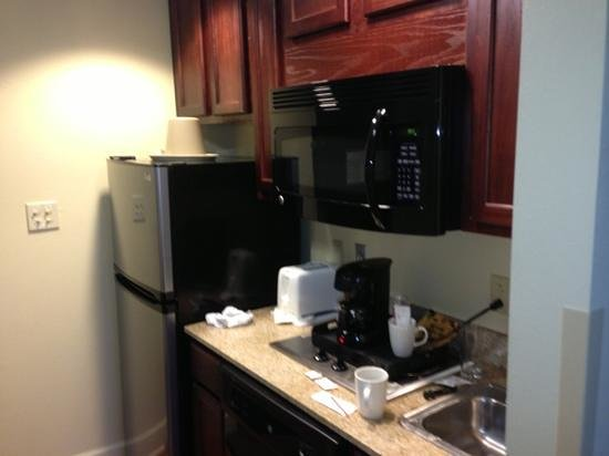 Crestwood Suites Lakeland:                   mini kitchen