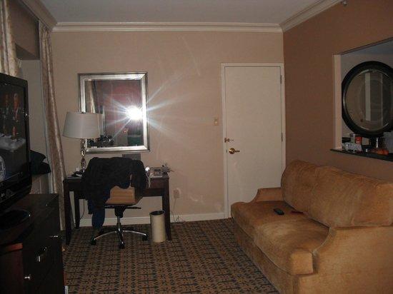 Capital Hilton: Room