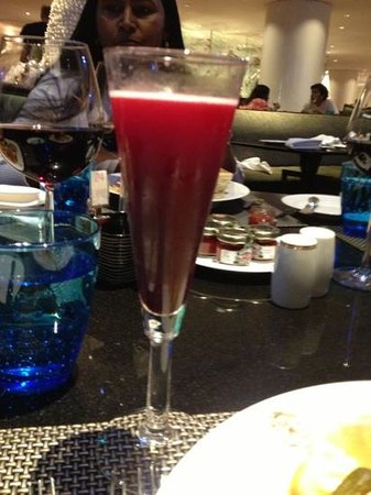 Plaza Athenee Bangkok, A Royal Meridien Hotel:                                     a cocktail to write home about :-) Or fb/ig/tweet about ;o)