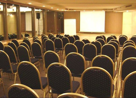 Boulevard Suites: Conference Room