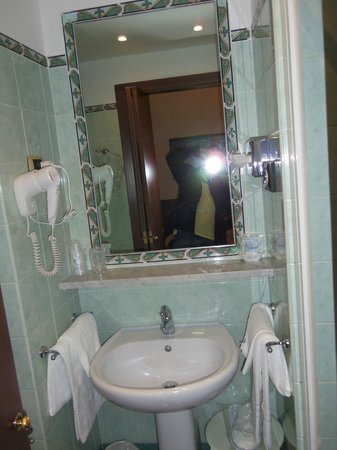 Hotel Paba:                   Bathroom