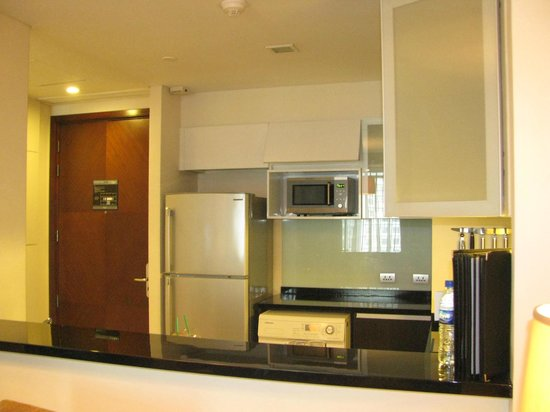 Joy - Nostalg Hotel & Suites Manila: kitchen for one bedroom suite