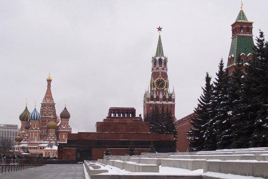 Lenin's Mausoleum :                   Мавзолей на фоне Храма Василия Блаженного и Спасской Башни
