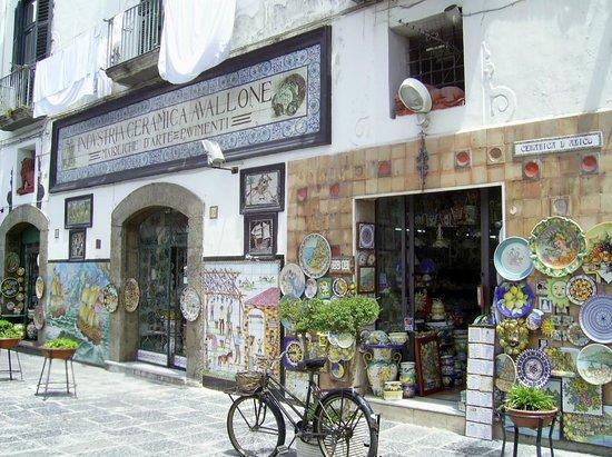 Vietri sul Mare, Italie :                   il negozio