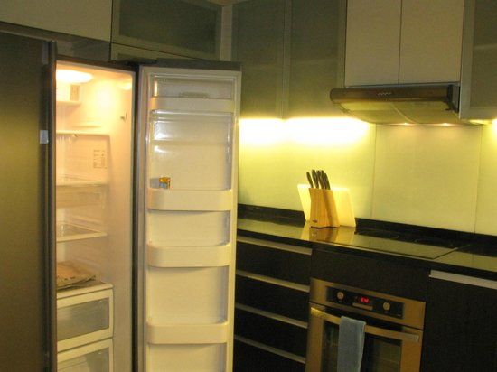 Joy Nostalg Manila Managed by AccorHotels: Kitchen for 2 bedroom suite