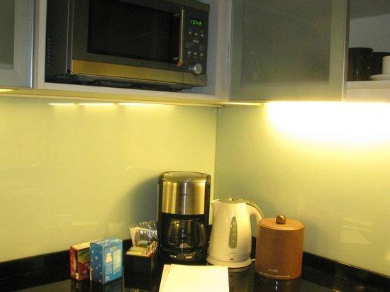 Oakwood Premier Joy - Nostalg Center Manila: microwave oven