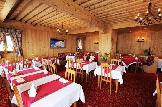 Restaurant en ontbijtzaal van hotel L'Ours Blanc.