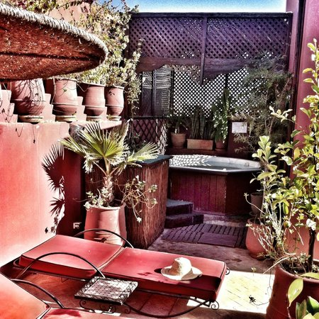 Riad La Porte Rouge:                   Rooftop Jacuzzi
