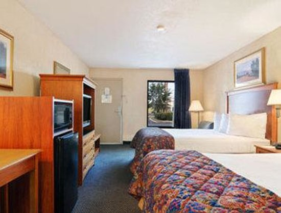 Baymont Inn & Suites Macon / Riverside Drive: Standard Two Double Bed Room