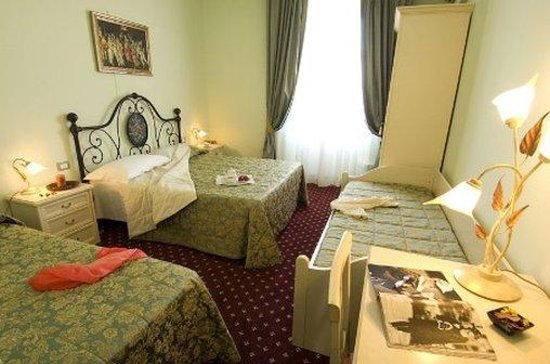 Hotel Colomba: Quadruple Room