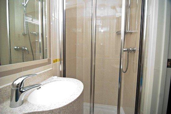 Orchard Hotel: Bathroom