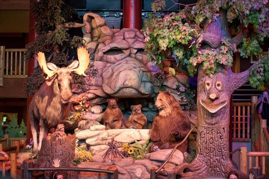 Great Wolf Lodge: Lobby - Great Forest Friends Show