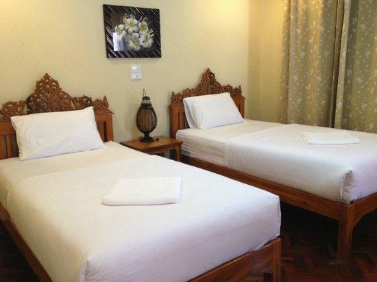Chok-Wasana Guest House:                   ห้องเตียงคู่