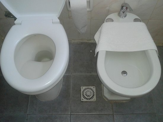 O hotel picture of austral hotel montevideo montevideo for Videt o bidet