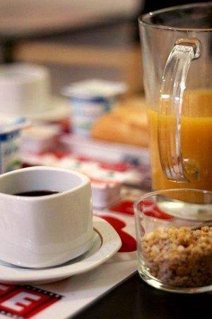 Hotel des Congres et Festivals: Breakfast