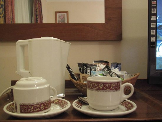 Wensum Valley Hotel Golf and Country Club:                                     Tea and coffee in my room, well stocked