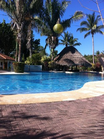 Hotel Villas Playa Samara:                                     The beautiful pool that has nice colored lights at night