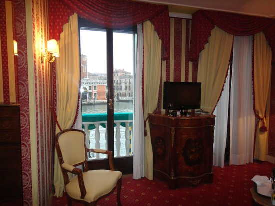 Sina Palazzo Sant'Angelo:                   Room and View of Grand Canal