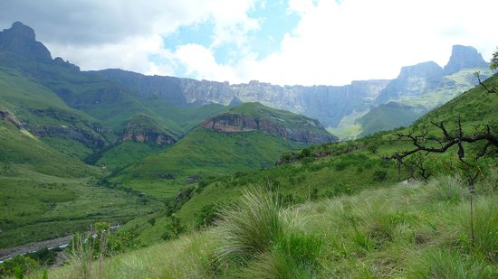 Montusi Mountain Lodge:                   Hiking trail to Tagula-falls (12 km from lodge)