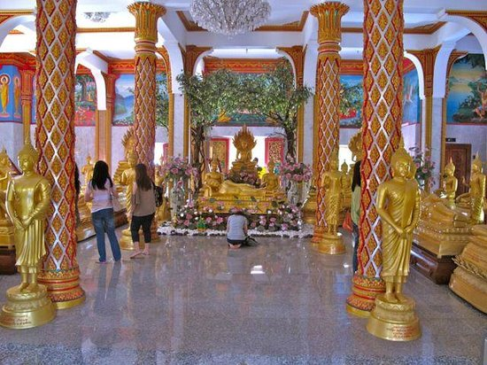 Wat Chalong: interior of the main temple