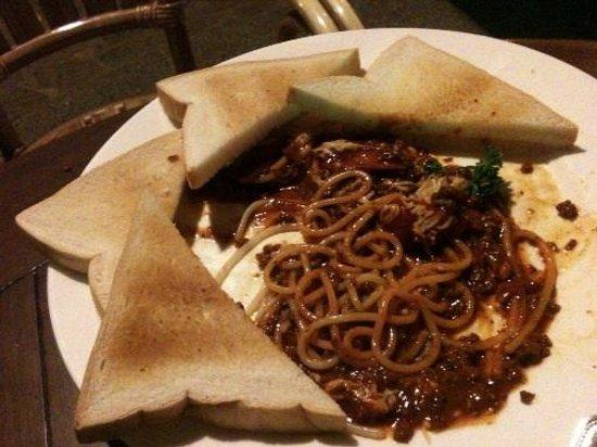 Best Western Boracay Tropics Resort: Pinoy spaghetti