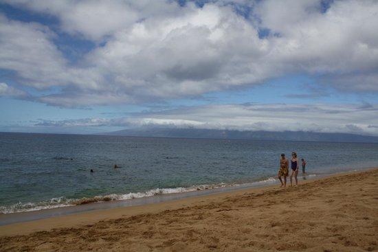 Kahekili Beach Park :                   Kahekili Beach looking toward Molokai from right in front of the main parking