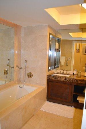 The Ritz-Carlton, Fort Lauderdale:                   Bathroom