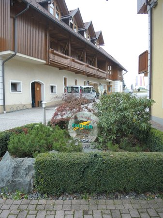 Hotel Restaurant Zollner :                   Вид на отель